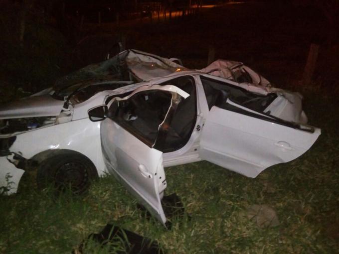 Jovem morre e outra fica gravemente ferida após capotamento na SC-370, em Gravatal