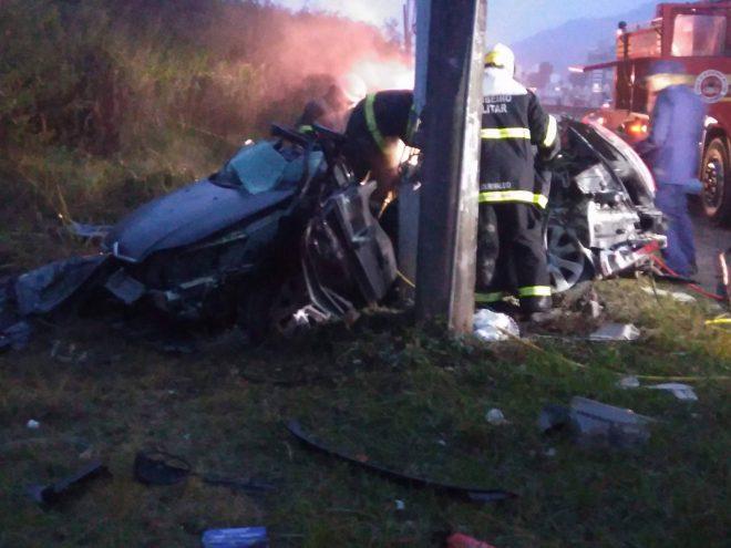 Duas pessoas morrem em dois acidentes com sete carros na SC-401, em Florianópolis2