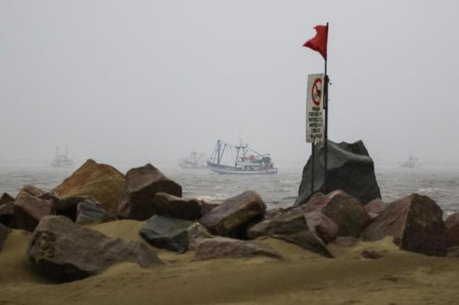 Marinha faz buscas a embarcação desaparecida com sete tripulantes na costa do Rio Grande do Sul