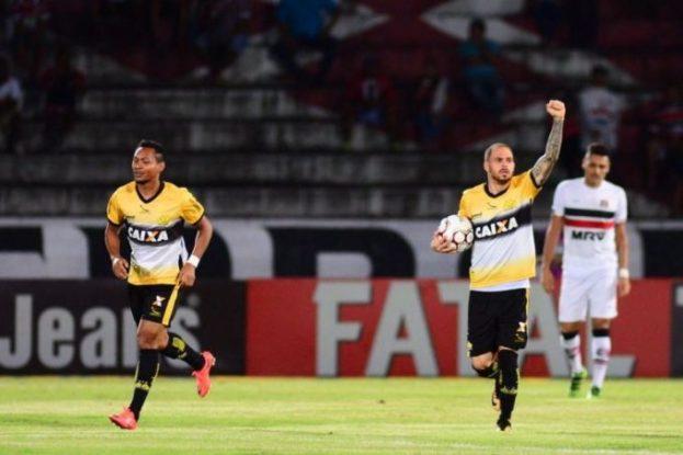 Vitória de virada dá fôlego para o Tigre