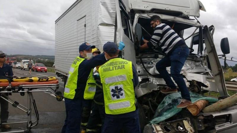 motorista-morre-e-caroneiro-fica-gravemente-ferido-em-acidente-1079064