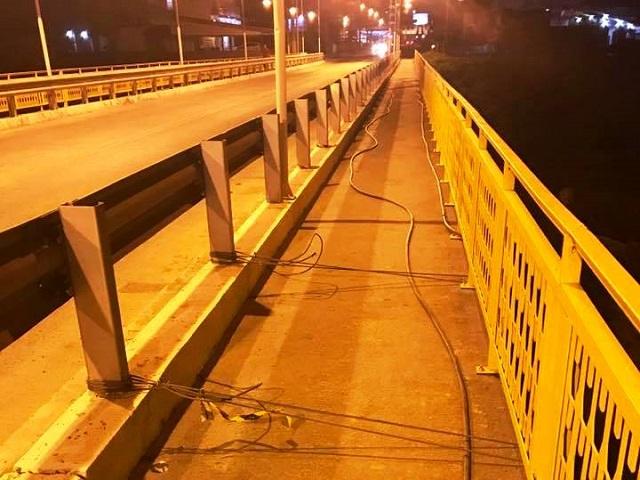 ATENÇÃO: cabos de aço em ponte provocam queda de pedestres na SC-108, em Orleans