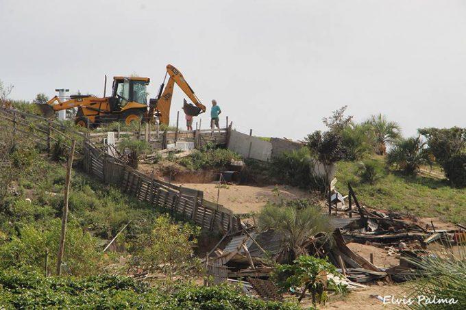 Laguna: famílias são retiradas de área do Estado