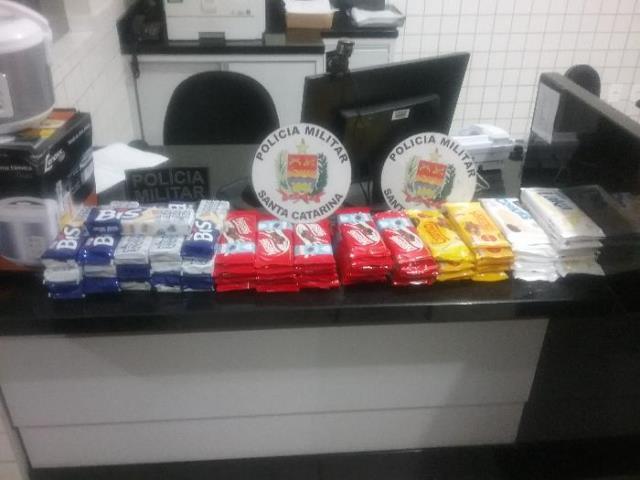 66 barras de chocolates são furtadas e duas pessoas encaminhadas à delegacia em Braço do Norte