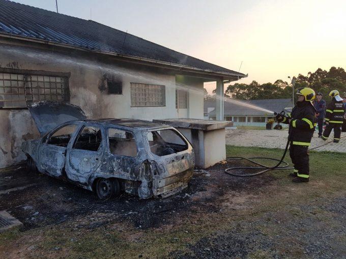 Adolescente confessa ter ateado fogo a carro no Centro de Zoonoses de Criciúma