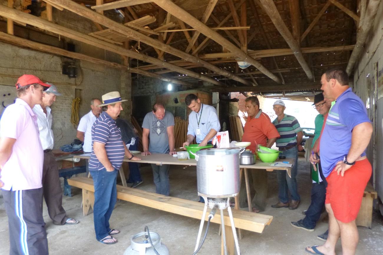 Apicultores de Orleans preparam colmeias para aumentar a produção de mel