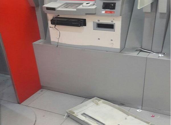 Caixa eletrônico de agência bancária é arrombado, em Tubarão