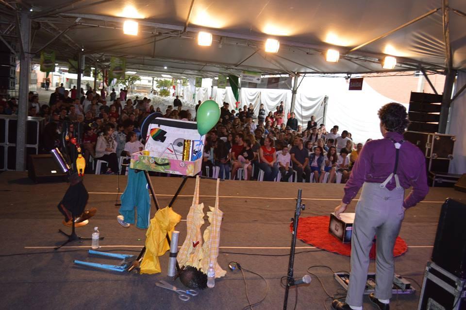 Festival Nacional de Teatro Revirado encanta e diverte público da V Cocalfest4