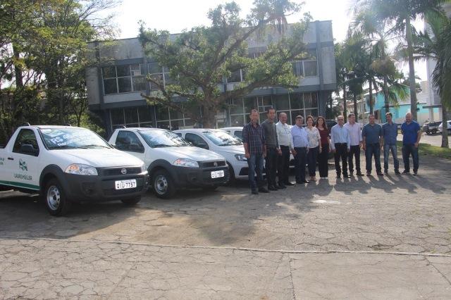Governo do Município entrega oficialmente cinco novos veículos para secretariais municipais