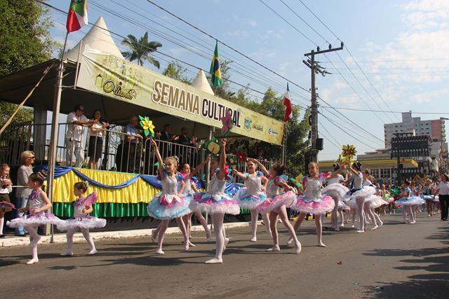 Desfile Cívico encerra Semana Cultural em Orleans