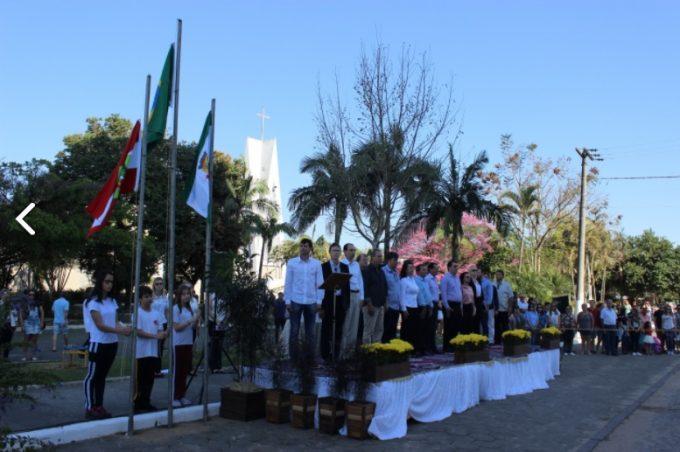 População acompanha Desfile Cívico em São Ludgero