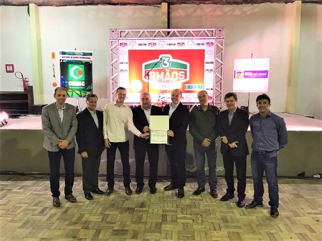 Prefeitura e Cidasc entregam certificação do Sisbi para frigorífico de Braço do Norte