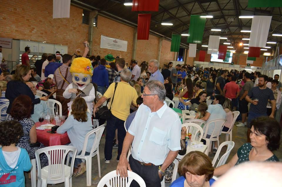V Cocalfest reúne mais de 10 mil pessoas nos dois primeiros dias de festa14