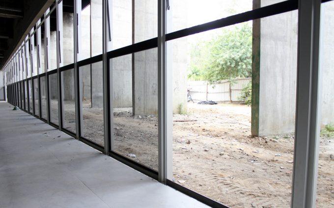 Vidros começam a ser instalados no Paço Municipal - Foto de Émerson Justo (2)