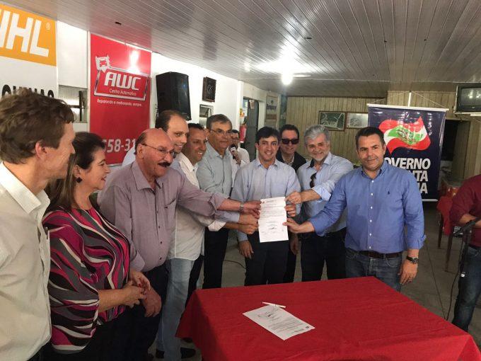 Ato simbólico lança pavimentação no Pinheiral, em Braço do Norte