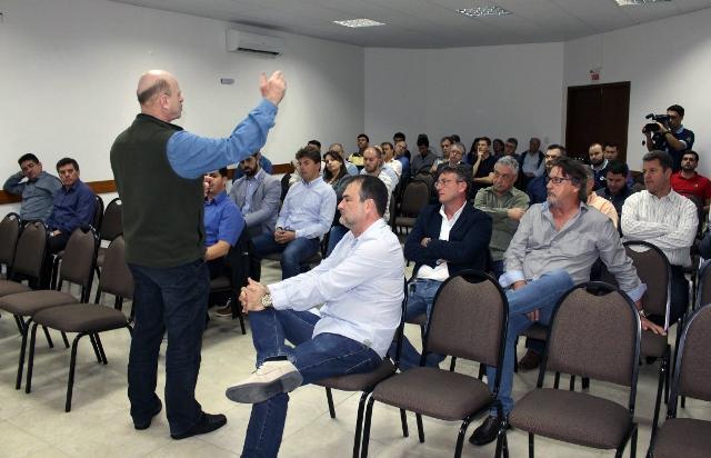 Senador garante R$ 40 milhões e obras da Serra da Rocinha não sofrem ameaça