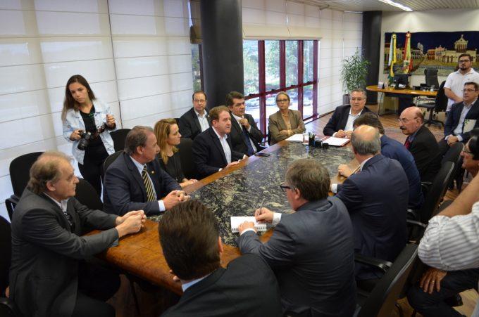 CASE e penitenciária: Governador garante projeto para pavimentação de acesso aos locais