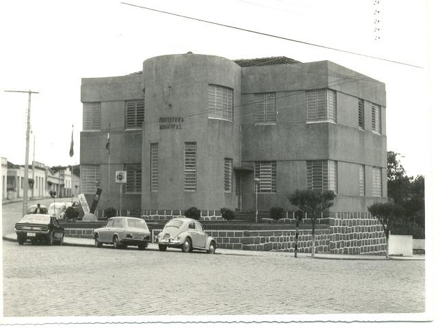 Vista da Prefeitura Municipal de Orleans em outubro de 1975