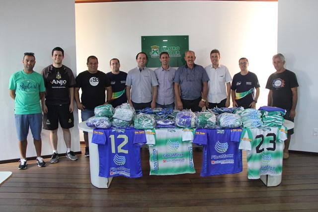 CME e empresas de Lauro Müller garantem doação de 100 kits de uniformes esportivos