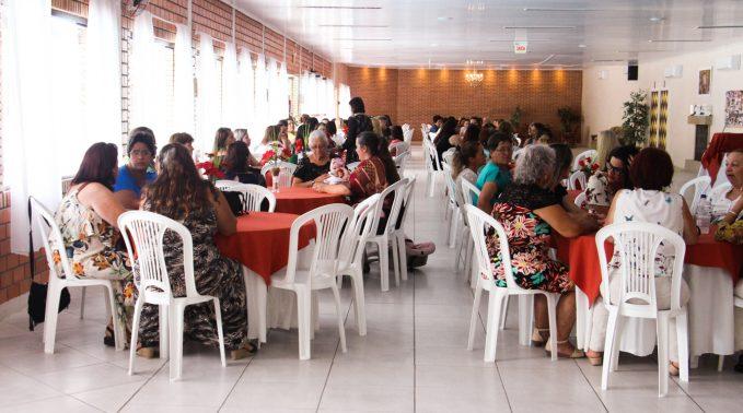 Voluntárias comemoram encerramento das atividades dos clubes de mães e idosos, em Lauro Müller