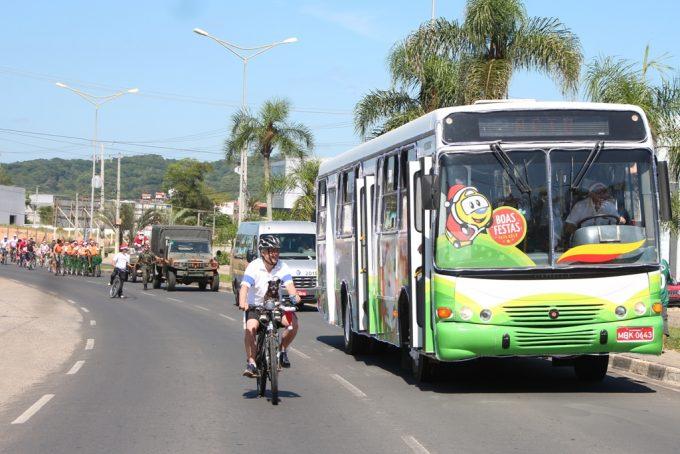 Passeio ciclístico leva clima de Natal as ruas de Criciúma