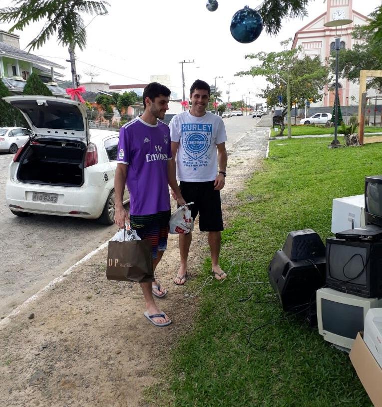 Acao lixo eletronico 4