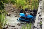 Caminhão com placas de Orleans cai de ponte e tomba dentro do rio, em Siderópolis1