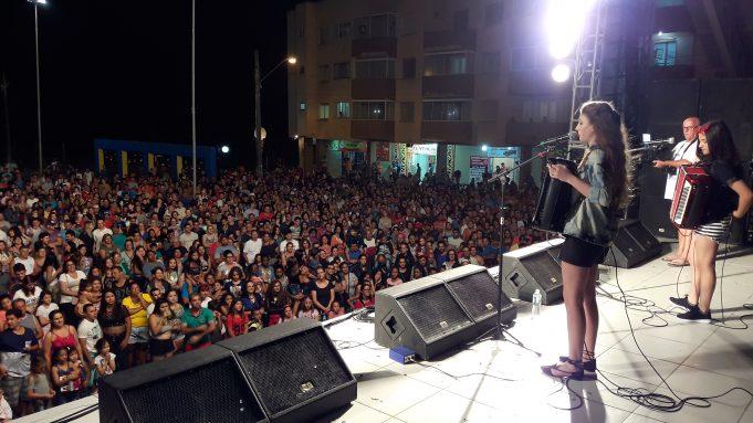 Grande publico acompanhou a primeira noite de shows da temporada