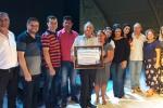 Homenageado com o prefeito e os secretários municipais