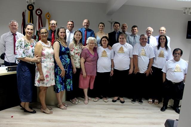 """CAPS de Orleans: Grupo """"Música, Alegria e Terapia"""" se apresenta na Câmara de Vereadores"""