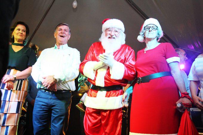 Governo de Lauro Müller abre oficialmente programação Encantos de Natal e emociona público presente