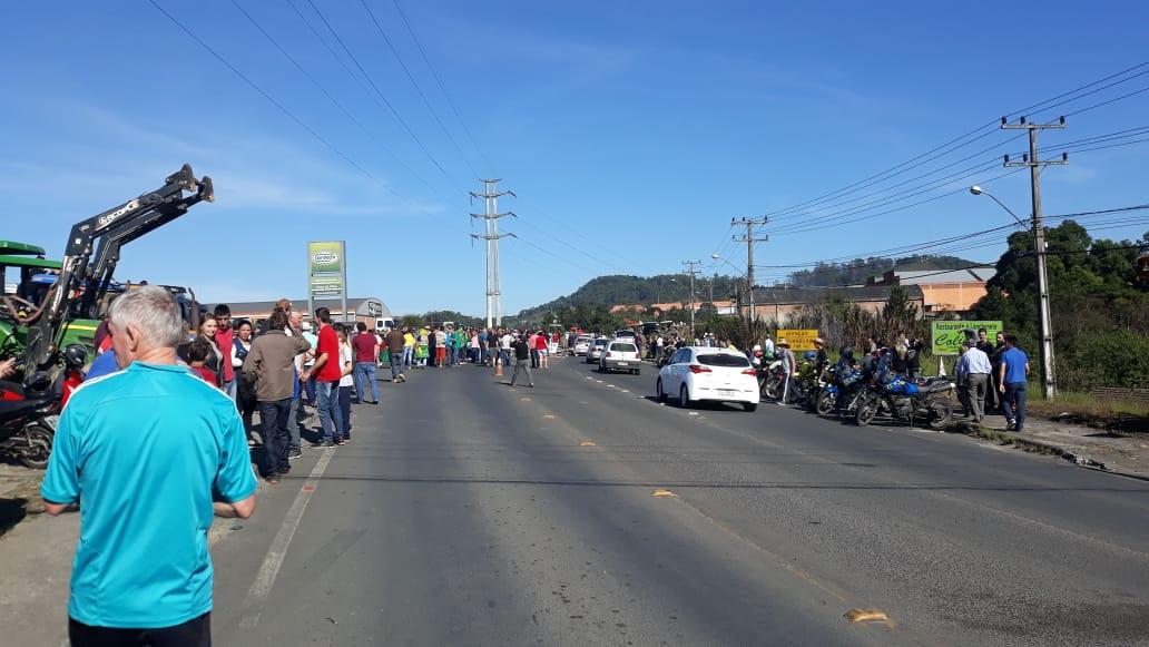 Protesto manifestação Orleans greve dos caminhoneiros