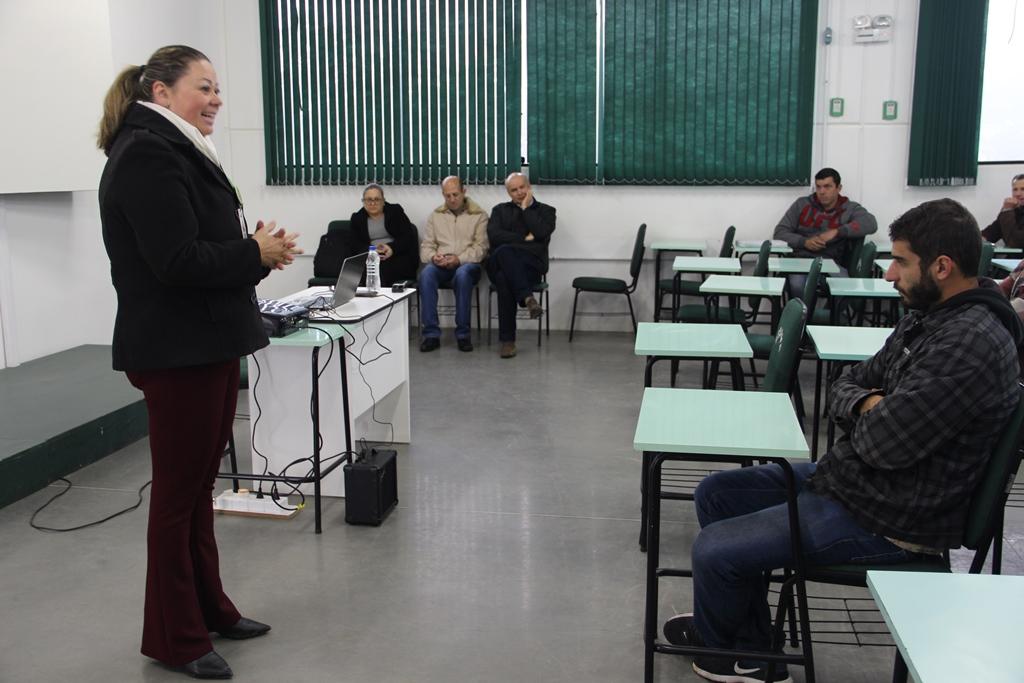 Centro de Qualificação Profissional promove curso de Eletricista de Distribuição, em Orleans