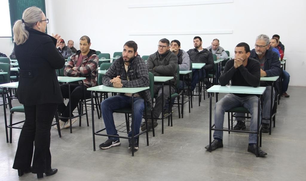 Centro de Qualificação Profissional promove curso de Eletricista de Distribuição, em Orleans7