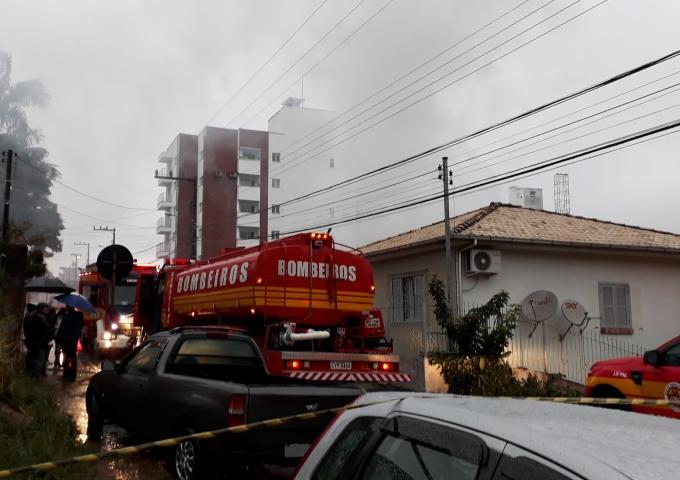 Incêndio-em-residência-no-São-Cristóvão_Suelen-Bongiolo-DN-16
