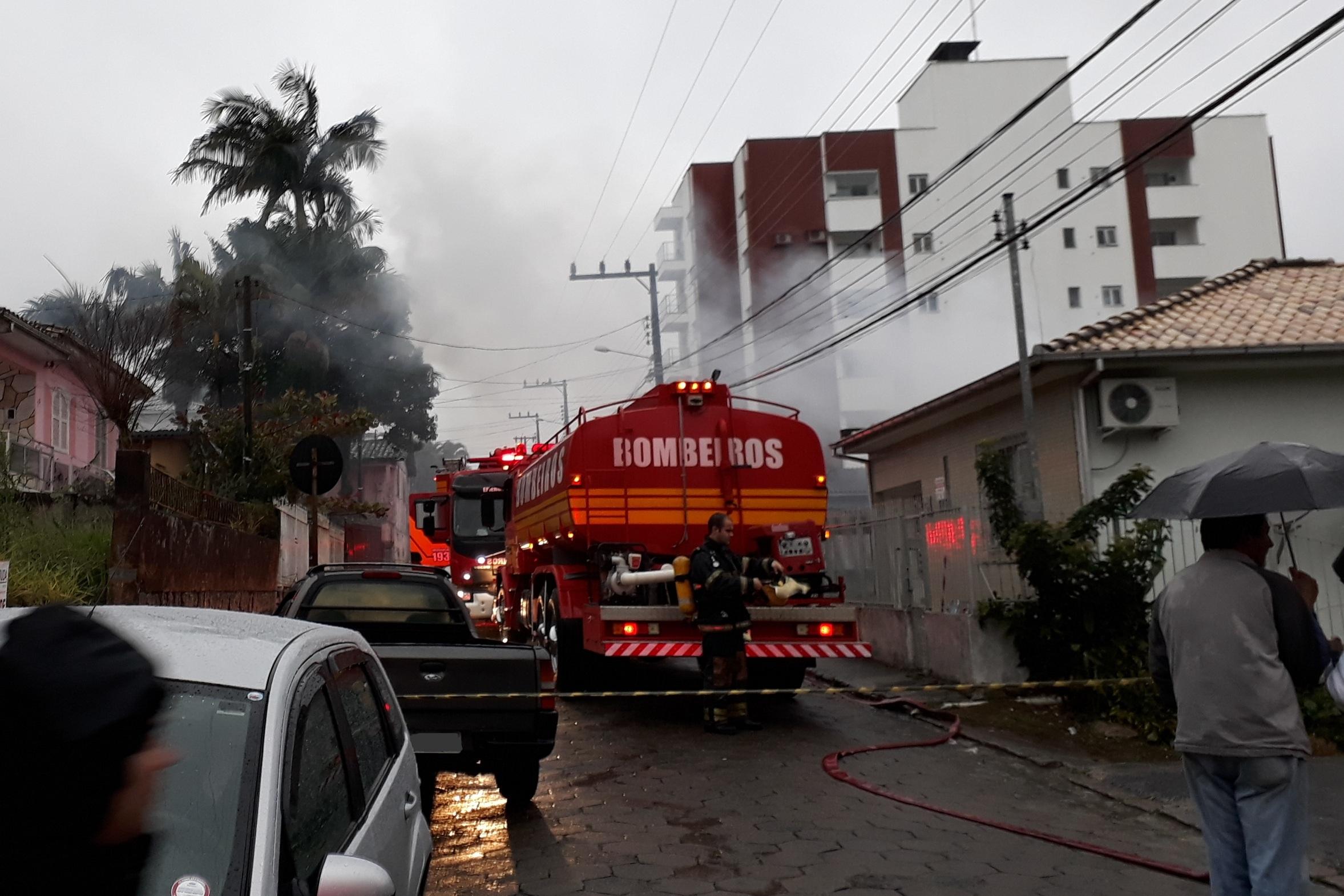 Incêndio-em-residência-no-São-Cristóvão_Suelen-Bongiolo-DN-17