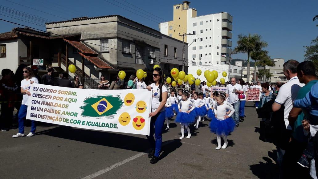 Desfile-Siderópolis-3