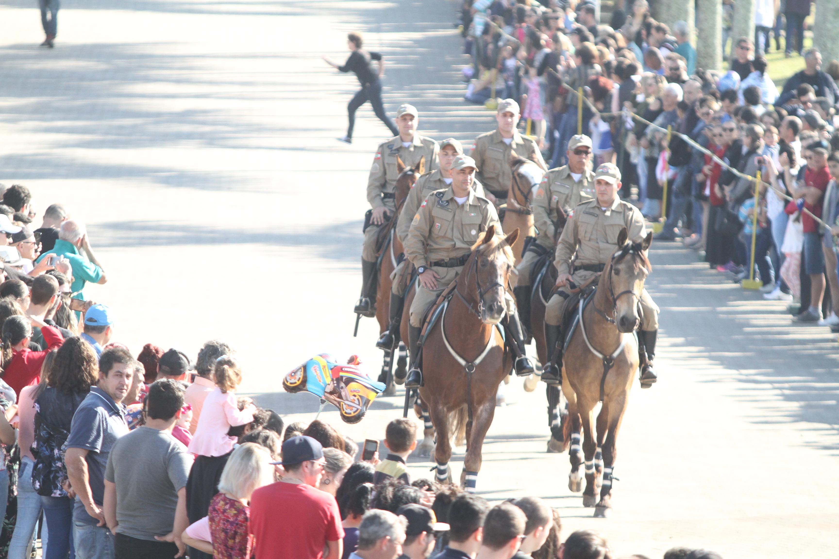 Lucas-Colombo-Desfile-de-7-de-Setembro-Parque-das-Nções-2