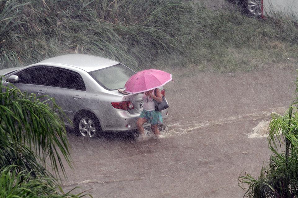 Chuva forte deixa ruas alagadas em Criciúma12