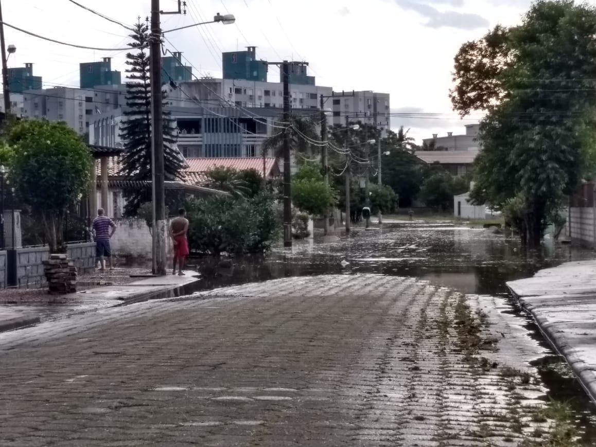 Chuva forte deixa ruas alagadas em Criciúma9