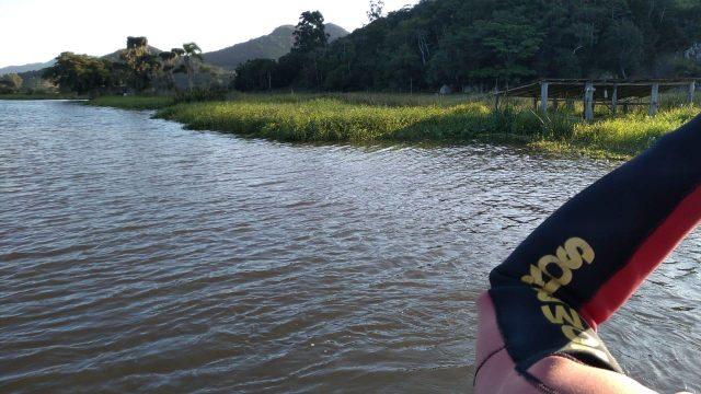 Bombeiros realizam busca por jovem que desapareceu após cair de jet-ski em rio de Imbituba