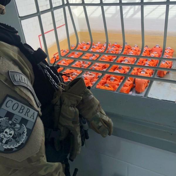 Imagens mostram negociação do Bope com detentos durante rebelião na Penitenciária Sul