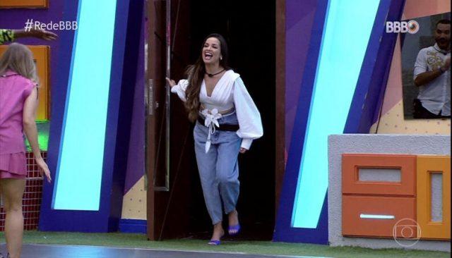Marca catarinense antecipa pré-venda de looks vestidos por Juliette