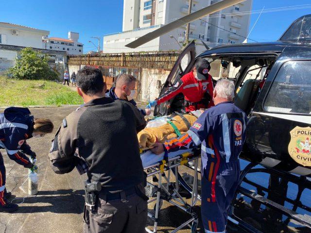 Criança de seis anos é atendida pelo serviço aeromédico após ser atropelada por trator em Rio Fortuna