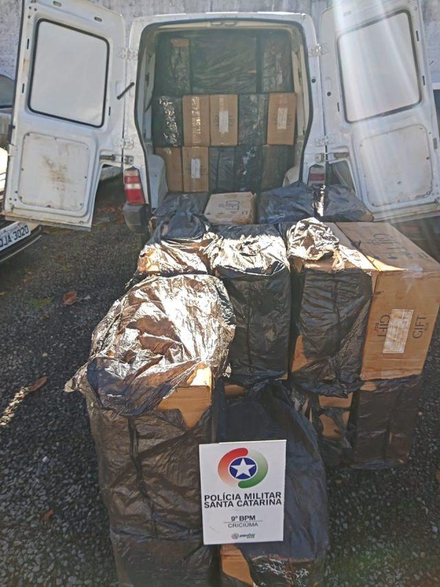 Dois são presos e 17 mil carteiras de cigarro contrabandeadas são apreendidas pela PM de Criciúma