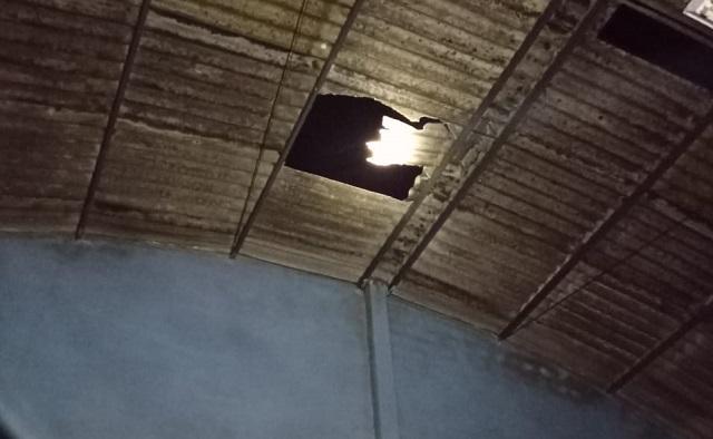 Segurança cai do telhado de galpão após fuga por ameaça de arma de fogo em Tubarão