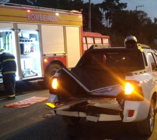 Motociclista fica em estado grave após colidir em veículo e ser projetado para dentro de carroceria em Urussanga