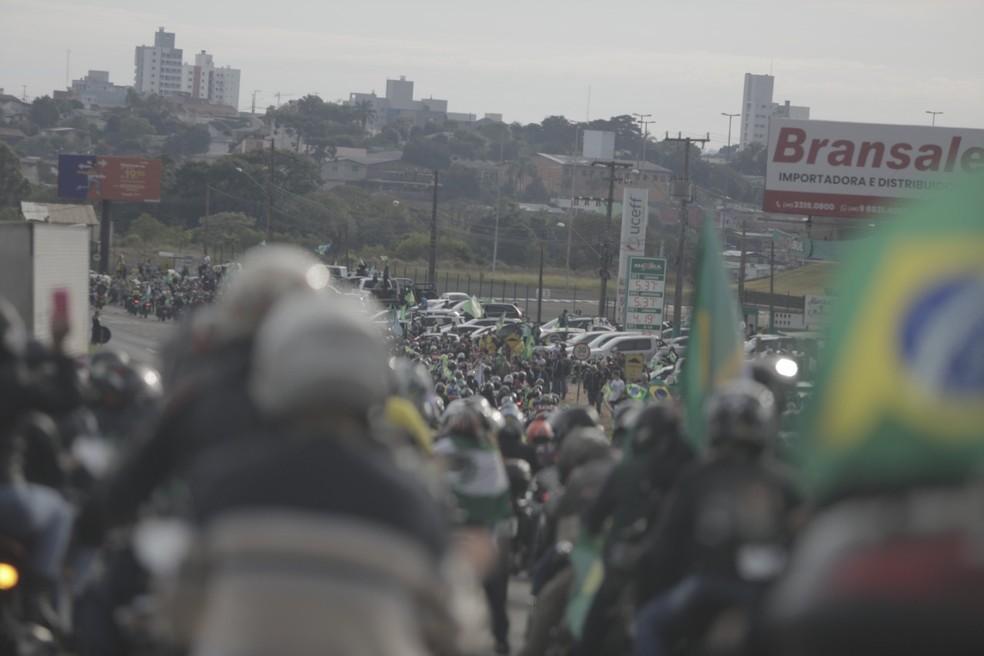 Bolsonaro participa de passeio de moto com apoiadores em SC3