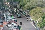 Bolsonaro participa de passeio de moto com apoiadores em SC5