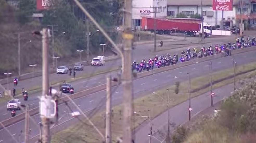 Bolsonaro participa de passeio de moto com apoiadores em SC6